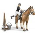Figurina jocheu si cal cu accesorii Bruder